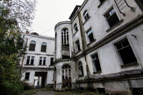 Sanatorija iš kiemo