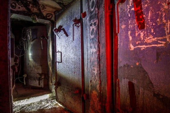 Bombiakas - hermetinės durys
