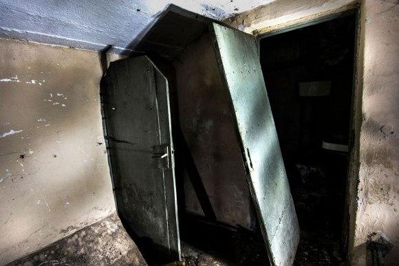 Slėptuvė Dzūkų gatvėje - medinės durys