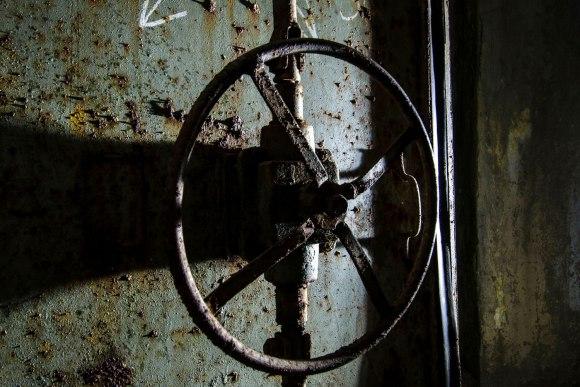 Slėptuvė Reformatų skvere - durų uždarymo mechanizmas