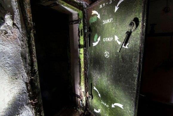 Slėptuvė Žvėryne - užrašai ant hermetinių durų