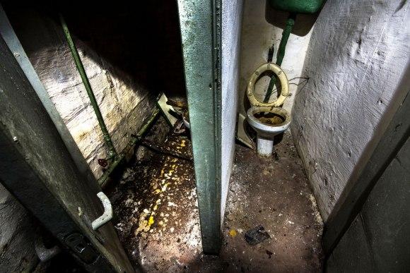 Slėptuvė Dzūkų gatvėje - tualeto kabinos