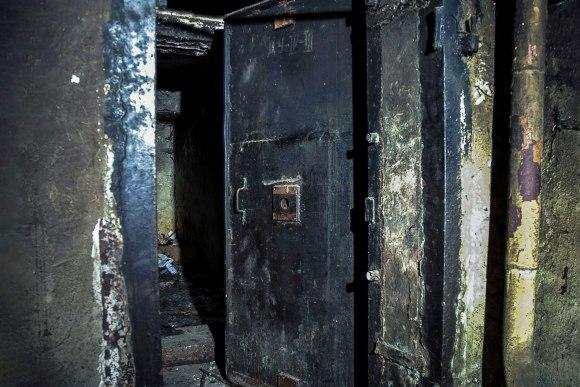 Slėptuvė Šaltinių gatvėje - hermetinės durys