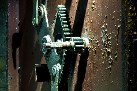 Šarvuotų durų rakinimo mechanizmas