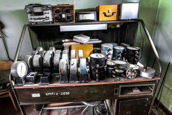 Stalas su įranga