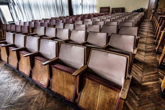Kėdžių eilė