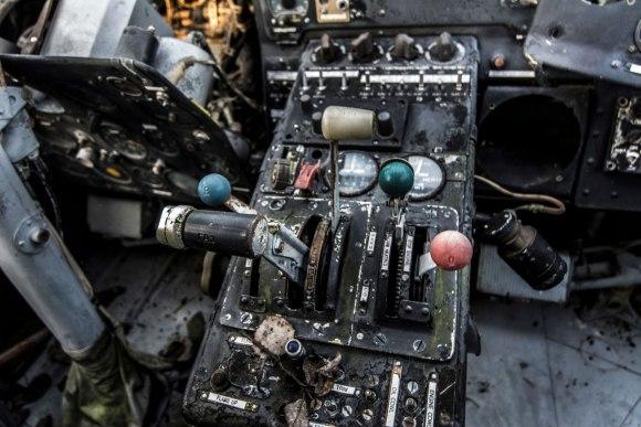Apleistas lėktuvas - greičio reguliavimo svirtis