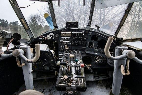 Apleistas lėktuvas - kabina