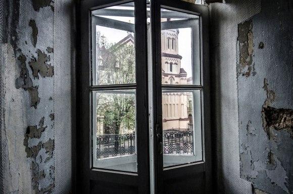 Durys į balkoną