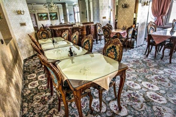 Restorano staliukai