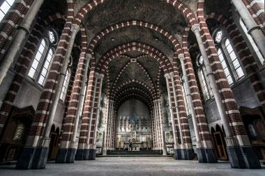 Apleista neogotikinė bažnyčia