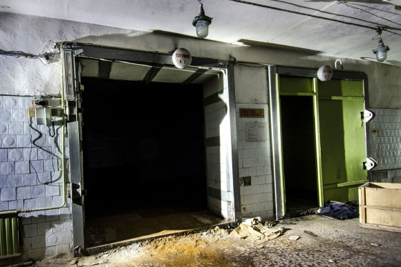 Durys į gamyklą