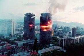 Degantys pastatai Sarajeve