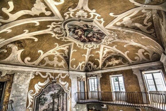 Apleista ligoninė - lubų freska