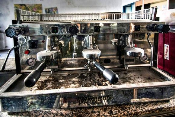 Apleista ligoninė - kavos aparatas