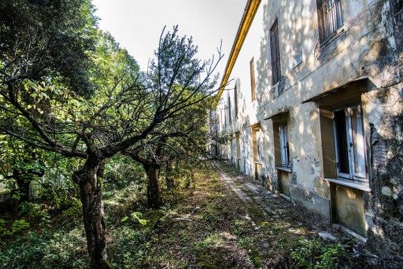 Apleista ligoninė - pastatas