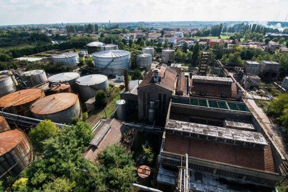 Gamyklos teritorija - cisternos