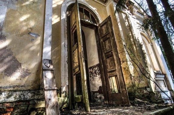 Pravertos durys
