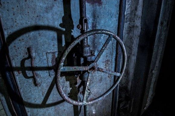 Durų uždarymo mechanizmas