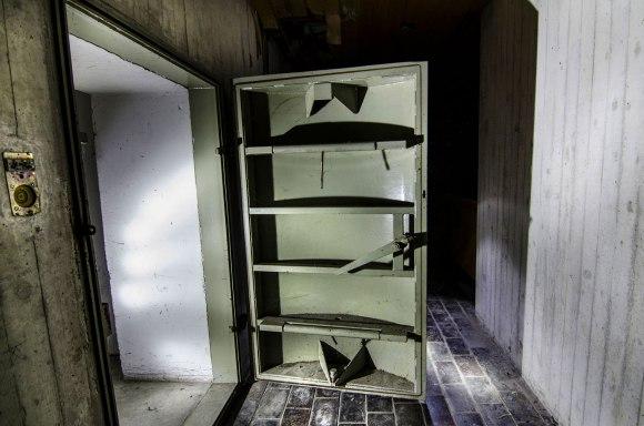Slėptuvės durys