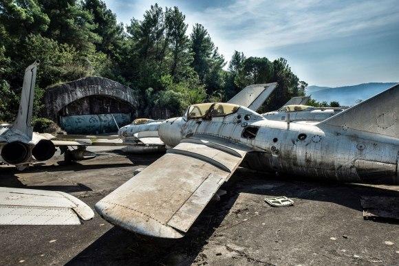 Apleisti lėktuvai Albanijoje