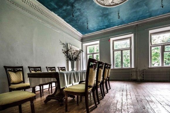 Senovę imituojantys baldai