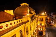Ant Filharmonijos stogo