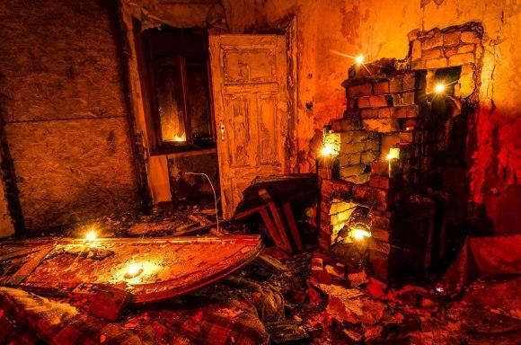 Kambarys su žvakutėmis