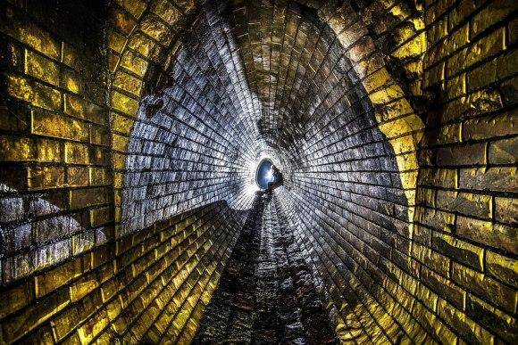 Ovalo formos tunelis