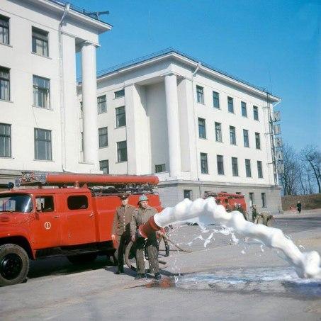 Marius Baranauskas - Vilniaus ugniagesių komandos pratybos prie Profsąjungų rūmų 1974-m
