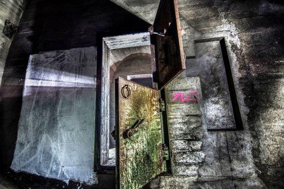 Regenwurmlager - šarvuotos durys