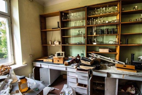 Laboratorija su įranga