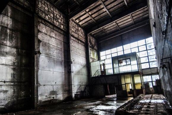 Apleista gamyklos sekcija