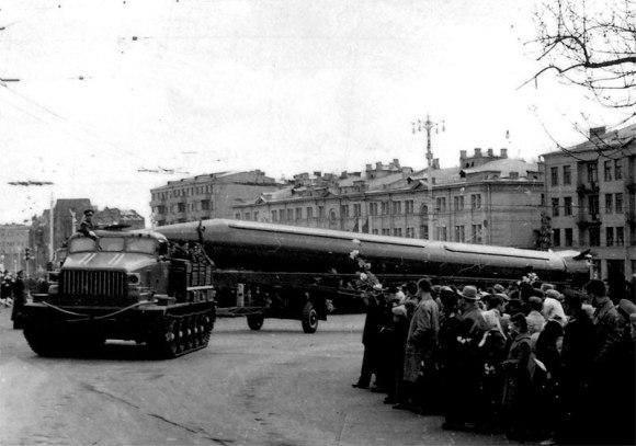Raketa R-12 parade
