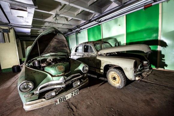 Bunkeris su technika - apleisti automobiliai