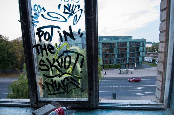 Vaizdas per langą
