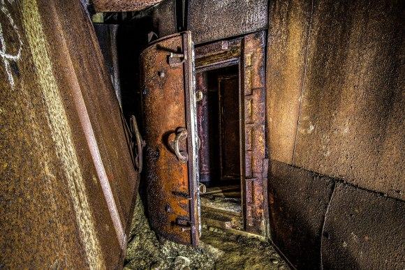 Praviros hermetinės durys