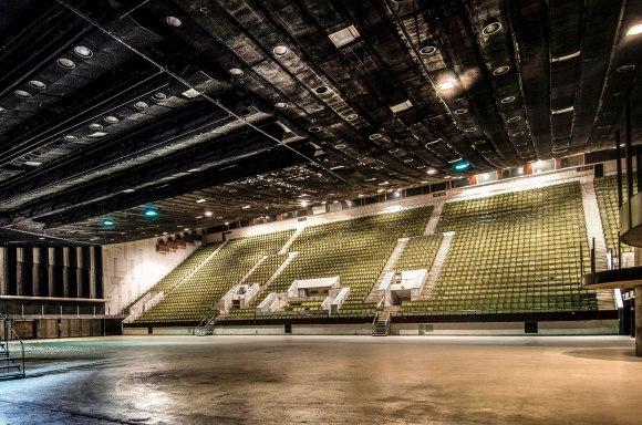 Koncertų ir sporto rūmai - įjungus šviesą