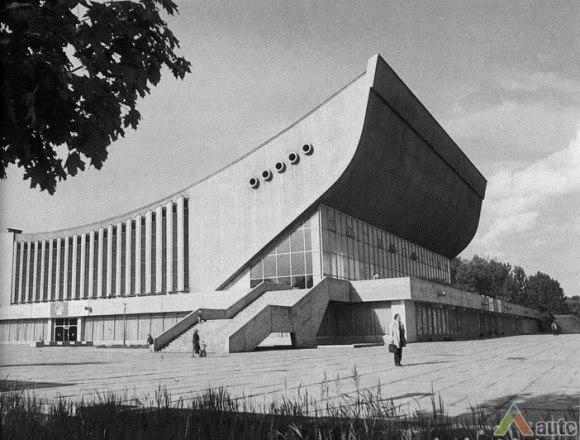 Lenkta stogo forma – vantinė stogo architektūra