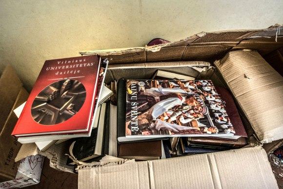 Knygos dėžėse