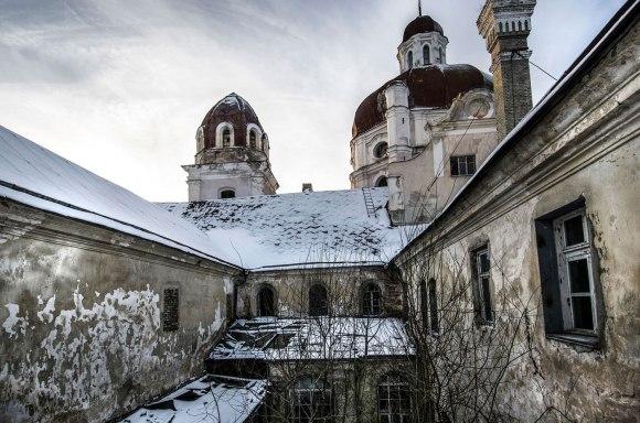 Bažnyčia ir vienuolynas