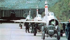Željava oro bazė - lėktuvai prie įvažiavimo